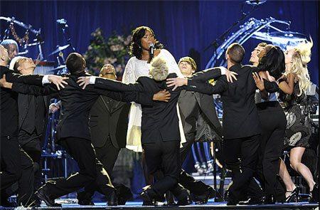 I vip cantano per l'addio a Jackson
