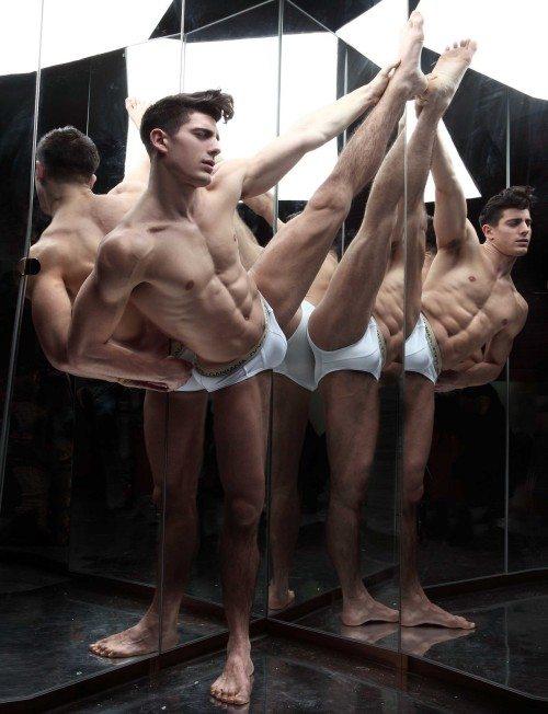 Antonio Anuk, le contorsioni del modello italiano