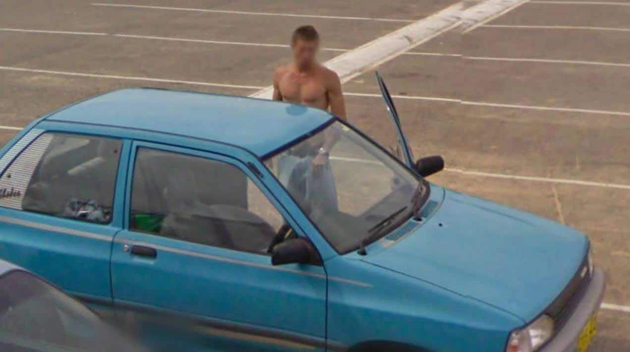 Google Street View a caccia di ragazzi mozzafiato
