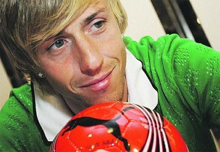 Il bacio focoso del calciatore
