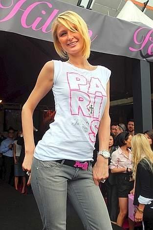 Paris Hilton sfila al Cosmoprof di Bologna