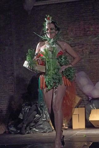 Miss Alternative, la sfilata bolognese dei ragazzi sui tacchi