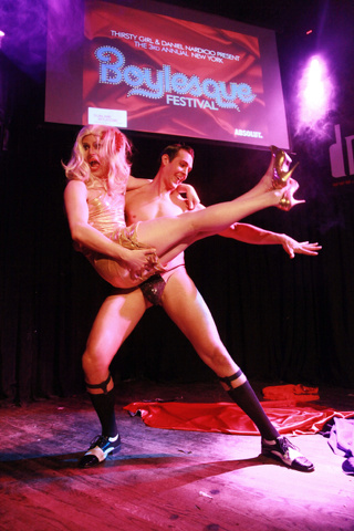 Le divertenti foto del New York Boylesque Festival