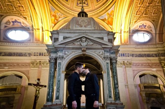baci-gay-chiese-roma