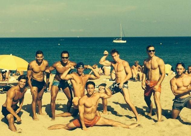 Giovanni Bonamy riscalda la spiaggia di Barcellona