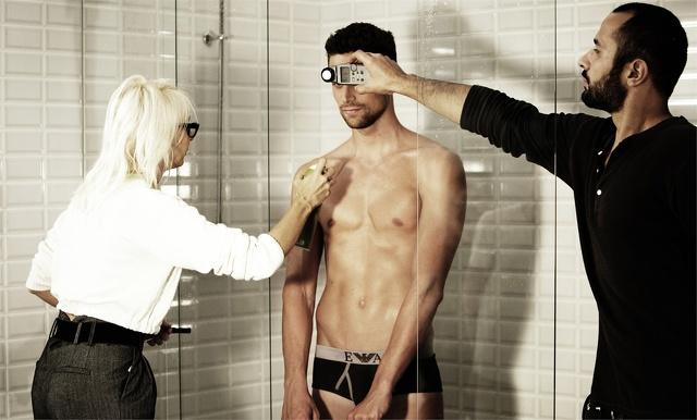 Un nuotatore italiano per la campagna di underwear Armani
