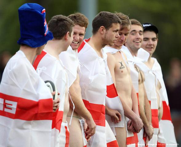 Inghilterra vs Nuova Zelanda. il rugby si gioca completamente nudi