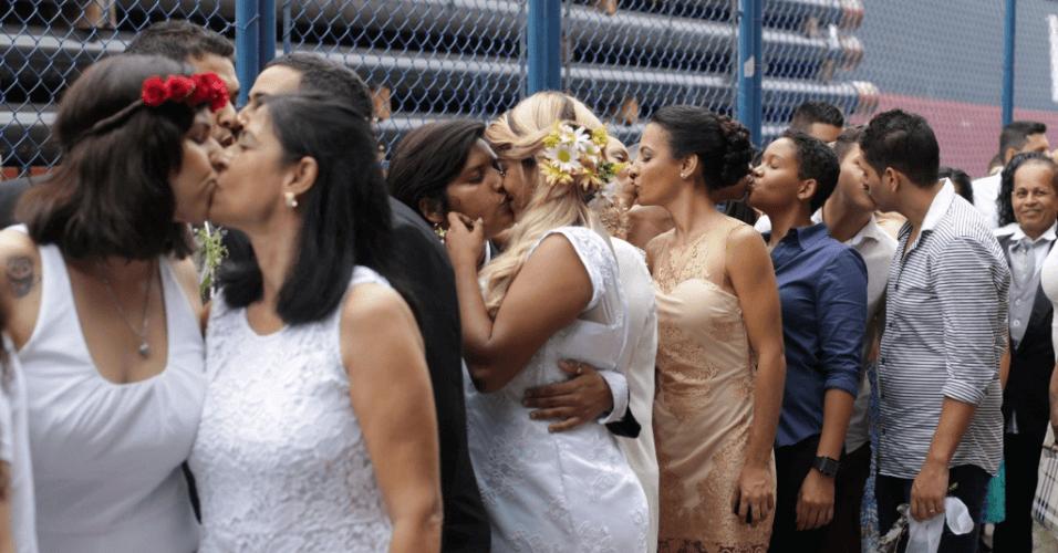 160 coppie gay: il più grande matrimonio egualitario al mondo