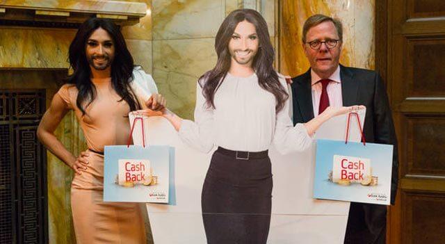 Le carte Unicredit hanno il volto di Conchita Wurst. Ma non in Italia
