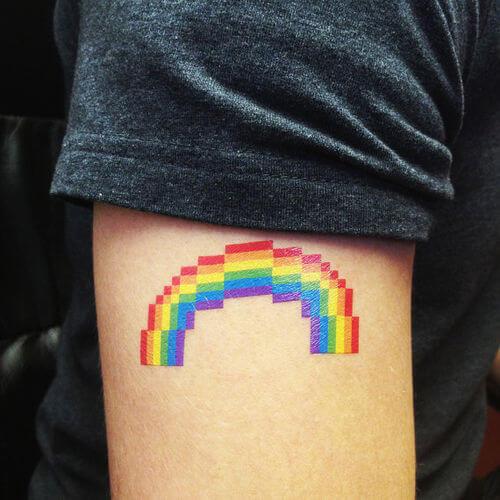 "I 15 tattoo \""gay\"" più favolosi e rainbow che tu abbia mai visto"