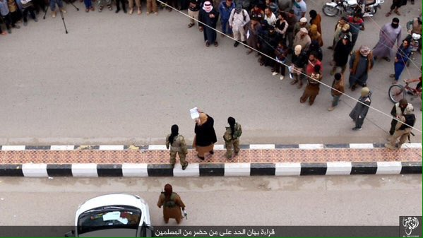 ISIS: altra barbarica uccisione di due gay. Le immagini shock.