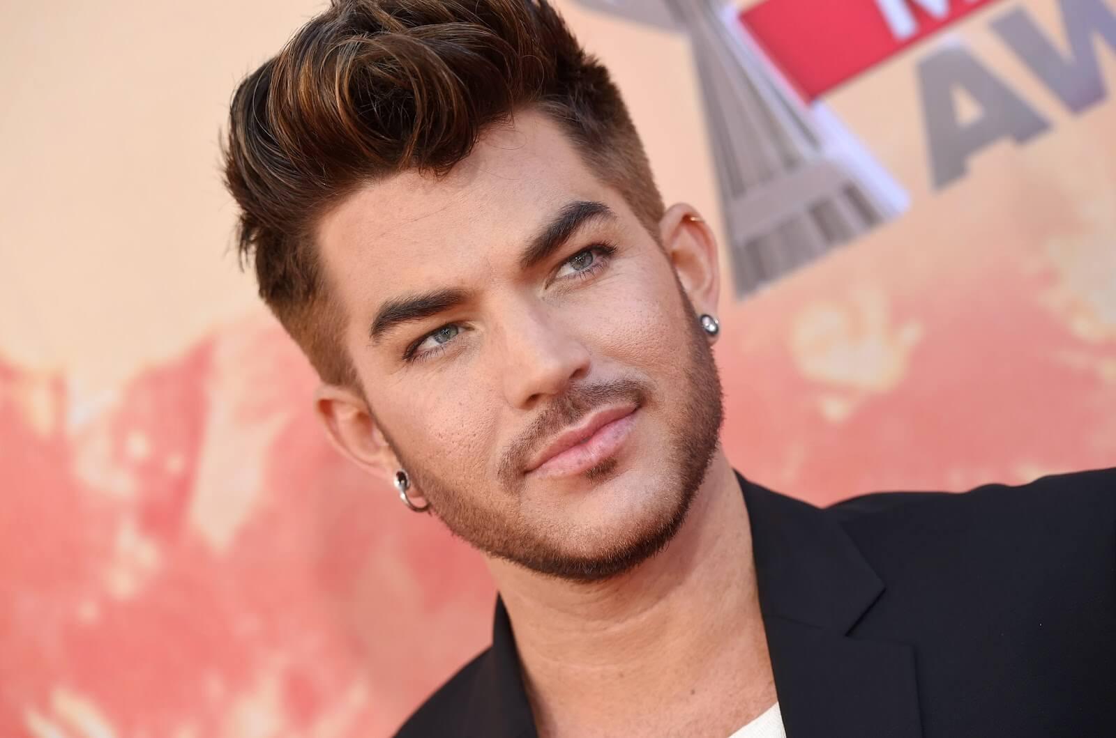 Adam Lambert: petizione omofoba contro il suo show a Singapore