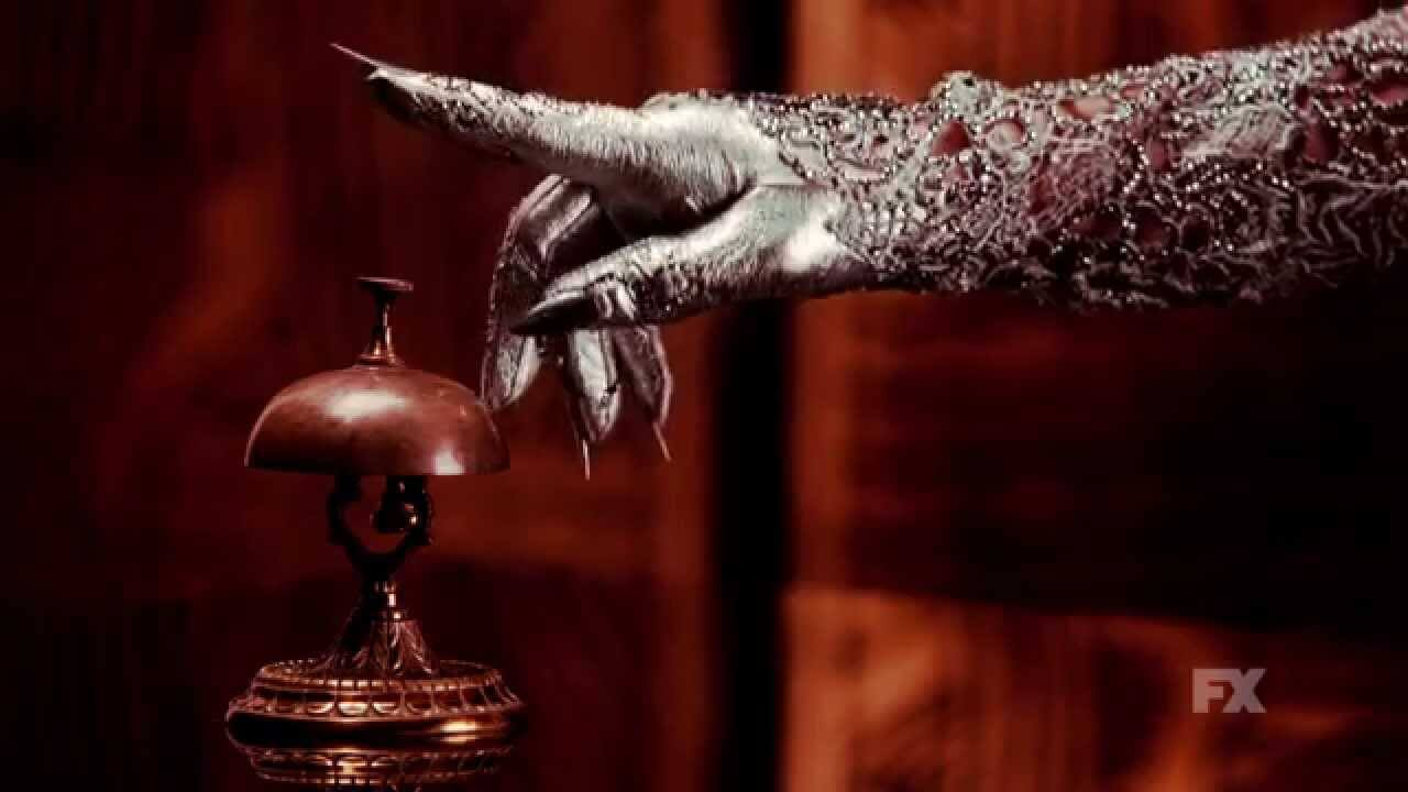 american_horror_story_hotel_mano