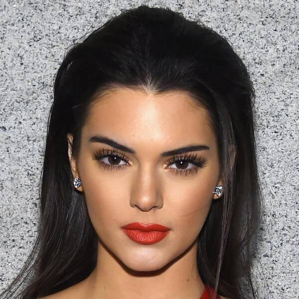 Kendall Jenner lesbica, bi, etero o soltanto queer?