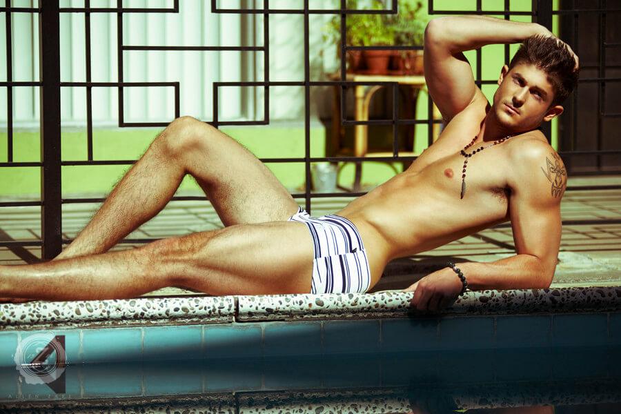 Matthew_Smith_americas_next_top_model_piscina_costume