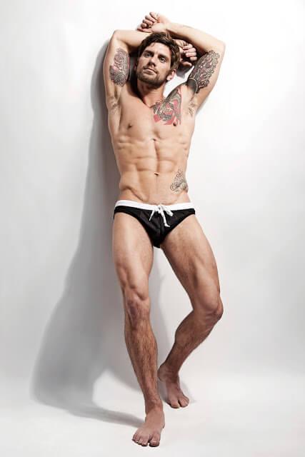 Bobby_Creighton_pacco_piedi_nudi