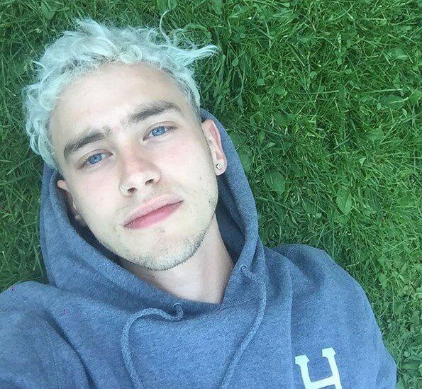 olly_alexander_selfie
