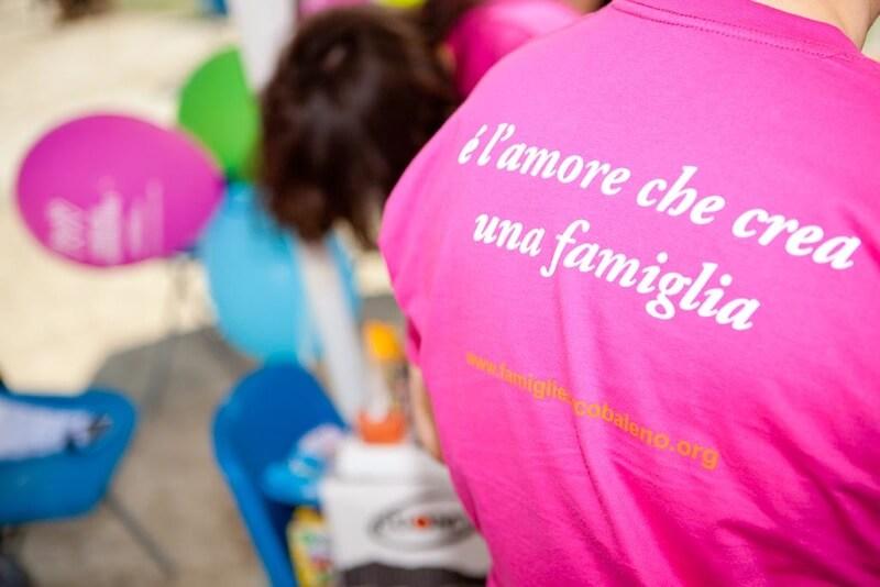 Napoli, Italia. La festa delle famiglie. Con la partecipazione di Famiglie Arcobaleno (C) 2010 Luca Scabbia / Emblema