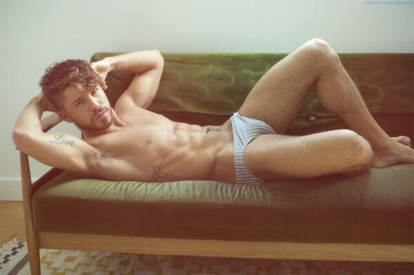 Cheyenne_parker_modello_gay_fisico_pacco