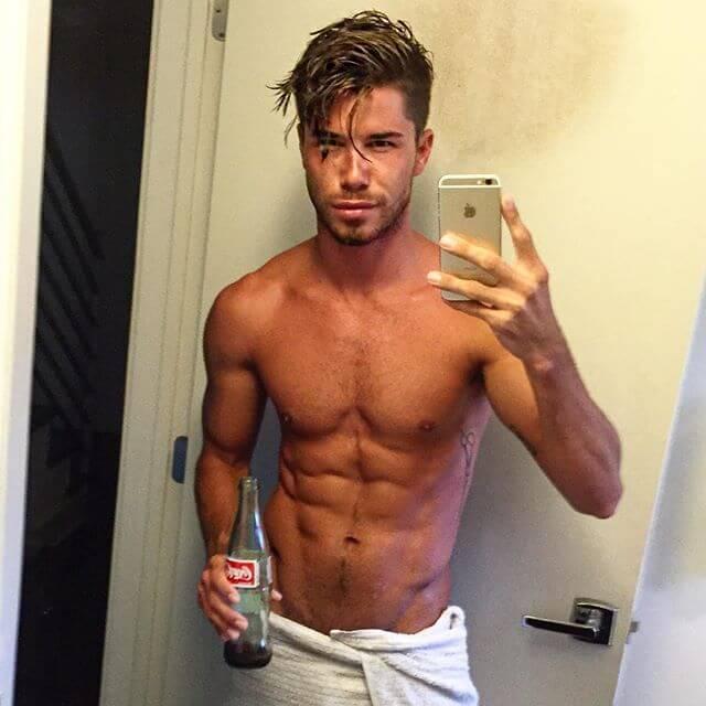 Cheyenne_parker_modello_gay_fisico