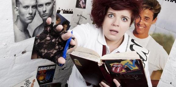 ragazza lesbica che nasconde il suo diario segreto delle superiori