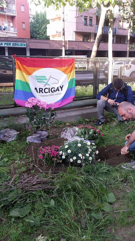 Torino: Guerrilla Garden sotto al condominio omofobo