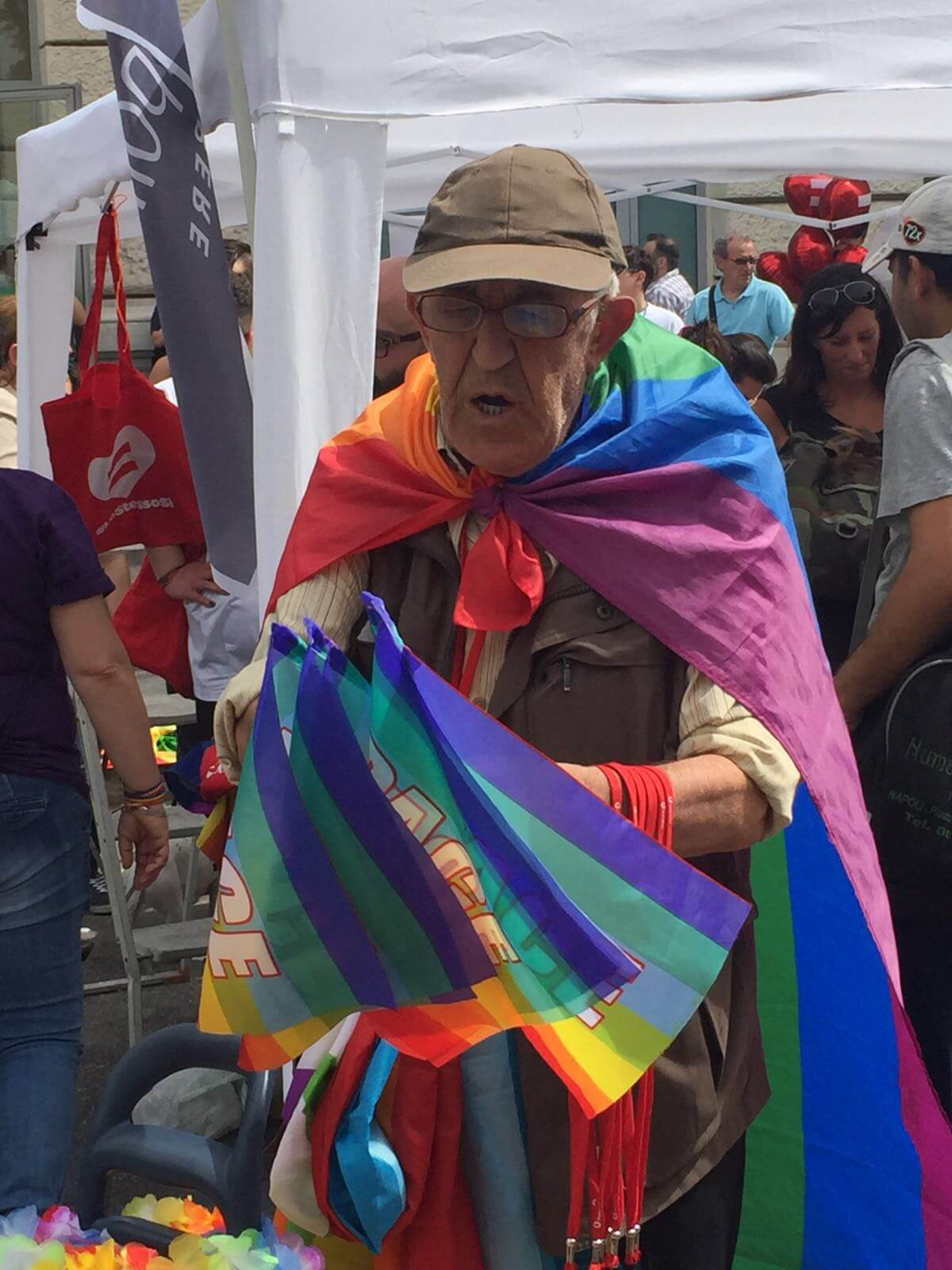 De Magistris in marcia al Pride di Napoli