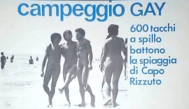 """Questa immagine del campeggio di Capo Rizzuto fu pubblicata su """"Lambda"""" e, di recente, è stata ripresa da """"Il Giornale"""" con intento denigratorio nei confronti di Nichi Vendola (al centro) con Felix Cossolo e Terzo Molari."""