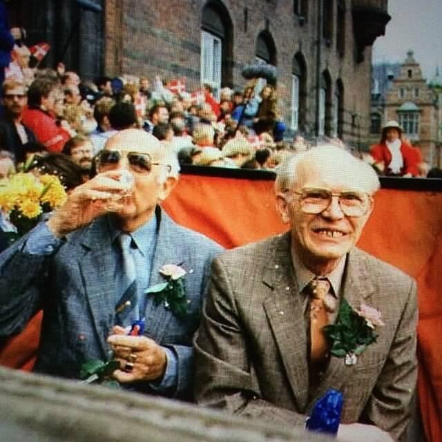 Axel Axgil, nato Aksel Johannes Lundhal Madsen (3 aprile 1915 – 29 ottobre 2011), e Eigil Axgil, nato Ejgil Eskildsen (24 aprile 1922 – 22 settembre 1995), danesi, sono stati la prima coppia gay al mondo a sottoscrivere una unione civile grazie alla legge n. 372 approvata in Danimarca il 7 giugno 1989, grazie anche alla loro pluridecennale battaglia per la sua approvazione.