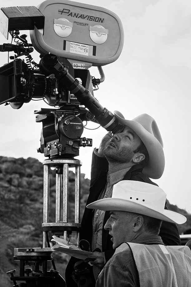 50805_TF_0118_R2_v3F Writer/Director Tom Ford sits behind the camera along with Cinematographer Seamus McGarvey on the set of their film NOCTURNAL ANIMALS, a Focus Features release. Credit: Merrick Morton / Focus Features