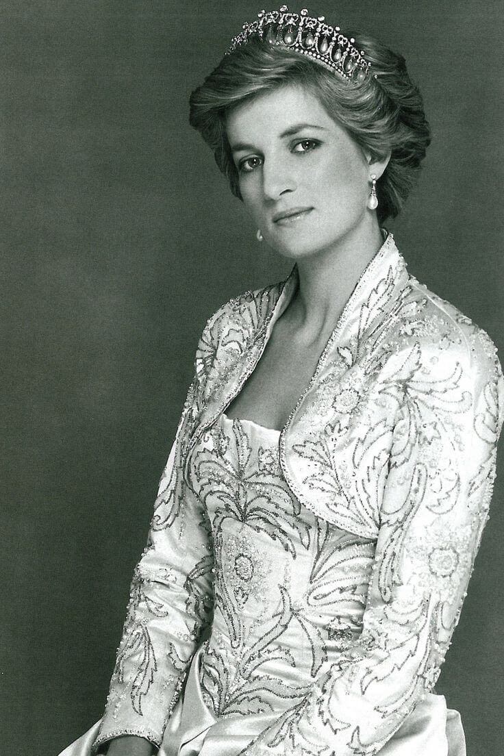 lady-diana-spencer-uk-princess-cult-stories-prince-charles-queen-elizabeth-william-harry-8