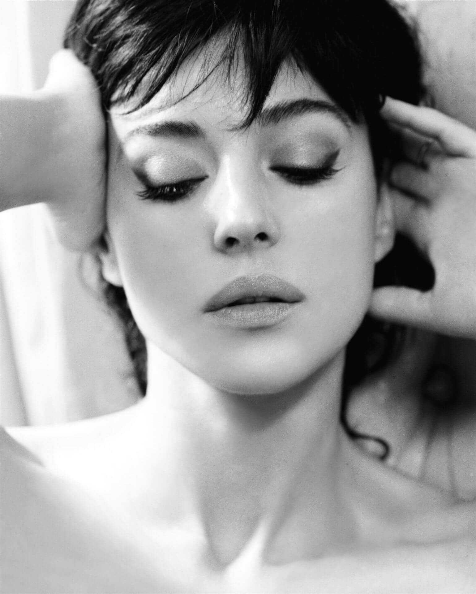 Monica Bellucci si mette a nudo su Paris Match!