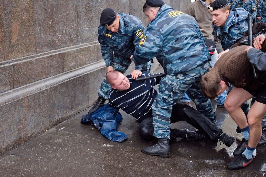 Una violenta repressione del pride di Mosca.