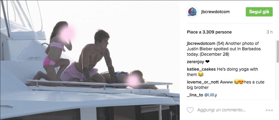 Justin Bieber con simbolo checked sui genitali e boxer rosa alle Barbados