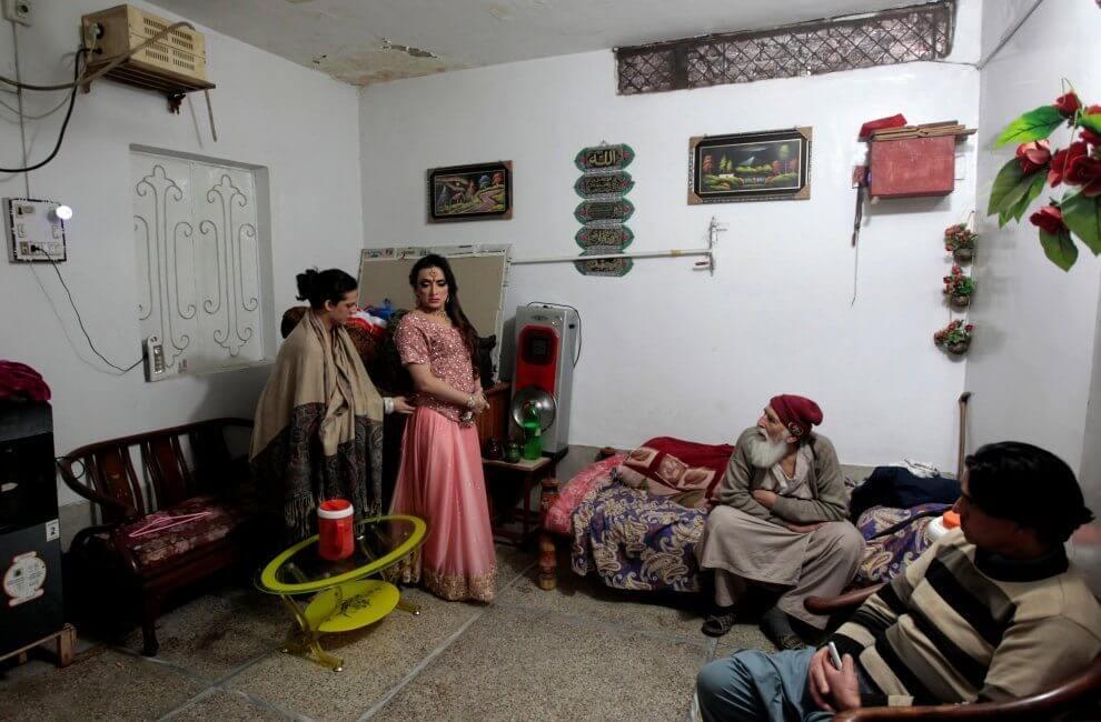 Pakistan: ecco come le donne transgender sono costrette a riunirsi per non farsi arrestare