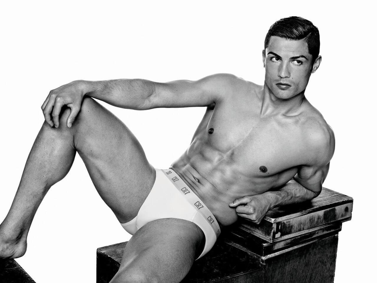 Cristiano Ronaldo nella nuova campagna pubblicitaria della sua linea di intimo