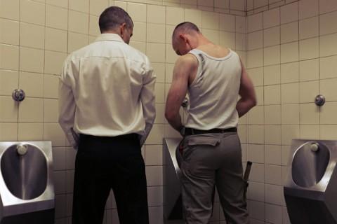 Sesso gay nei bagni pubblici: inaugura la mostra gay.it