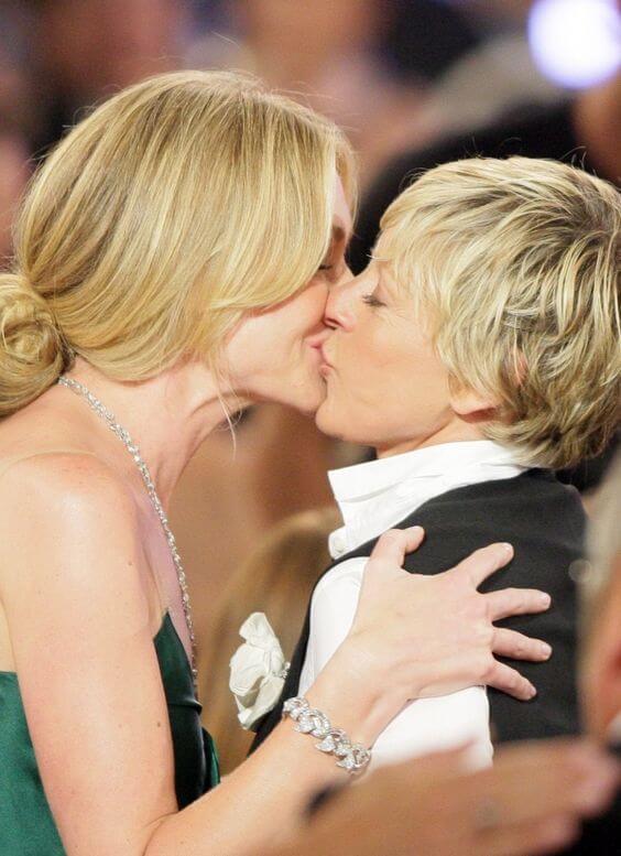 Il bacio tra Ellen e Portia