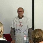 Palermo, professore in classe con una t-shirt che recita: 'sono omosessuale'