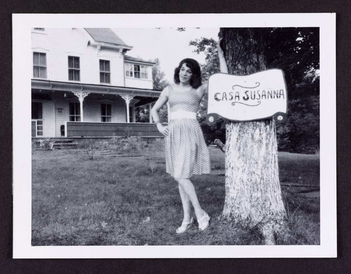 Casa Susanna con la proprietaria, Susanna. (Credits: thestar.com, AGO exhibition, Outsiders: American Photography and Film, 1950s - 1980s for Katie Daubs story)