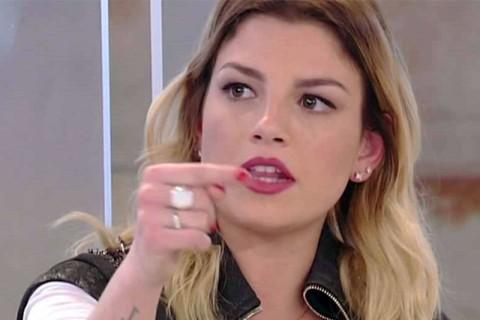 Emma Marrone lesbica? La cantante arrabbiata, intervengono Antonino e altri vip