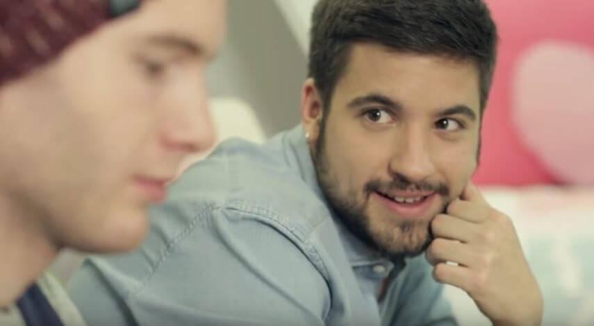 si_a_todo_corto_gay_spagnolo